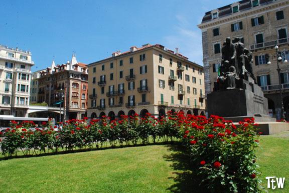 Piazza Mameli a Savona: tutti fermi alle ore 18!