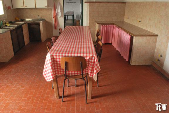 L'interno del rifugio di Monte Reale