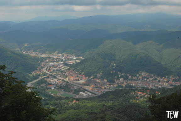 La vista su Ronco Scrivia da Monte Reale