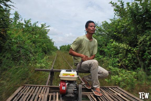 Battambang, il trenino di bambù