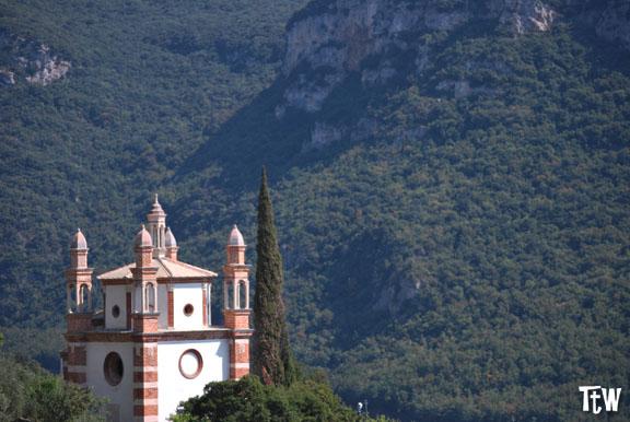 Chiesa dei cinque campanili - Perti