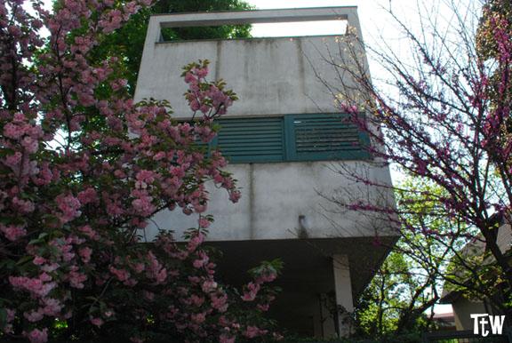 Casa Palafitta (Luigi Figini) - Milano, Villaggio dei Giornalisti
