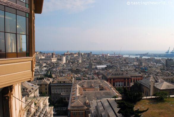 Genova da Spianata Castelletto (si intravede l'ascensore)