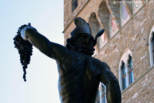 L'autoritratto di Benvenuto Cellini nella statua di Perseo a Firenze
