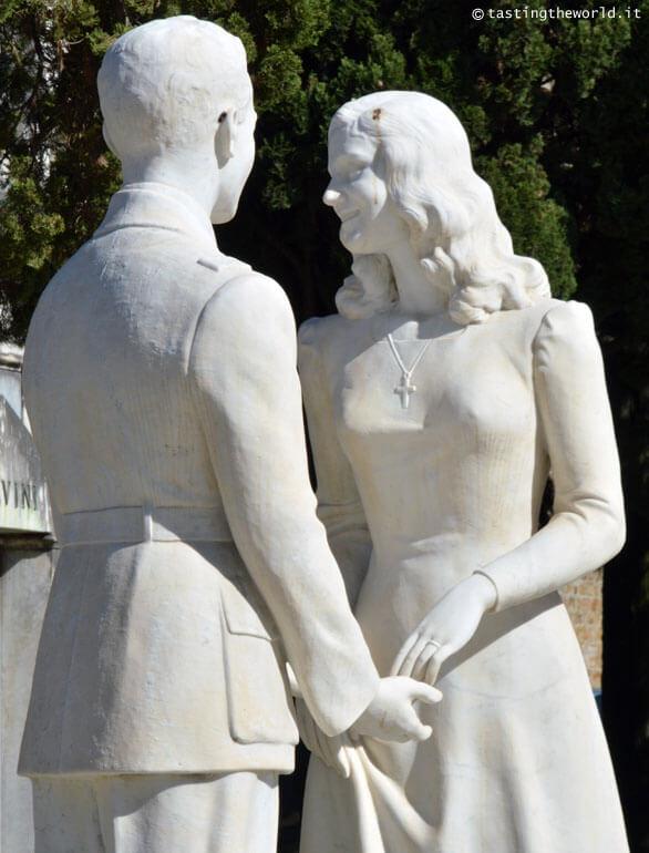 Monumento funebre dei fratelli Mazzone nel cimitero di San Miniato al Monte, Firenze