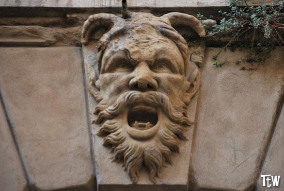 Il mascherone di palazzo Malvasia, Bologna