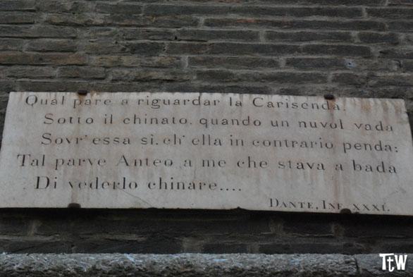 I versi di Dante sulla torre Garisenda, Bologna