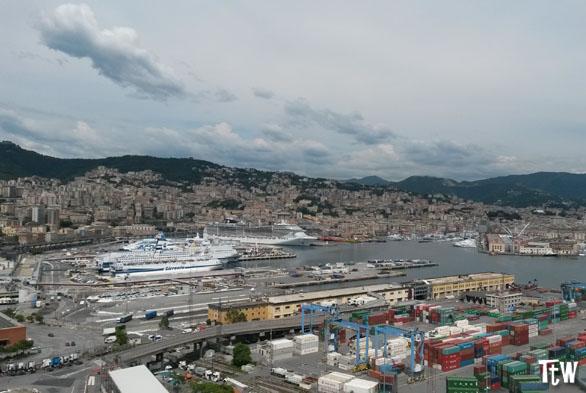Vista di Genova dalla Lanterna