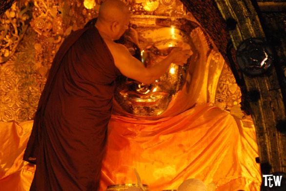 Mahamuni Paya di Mandalay (Myanmar)