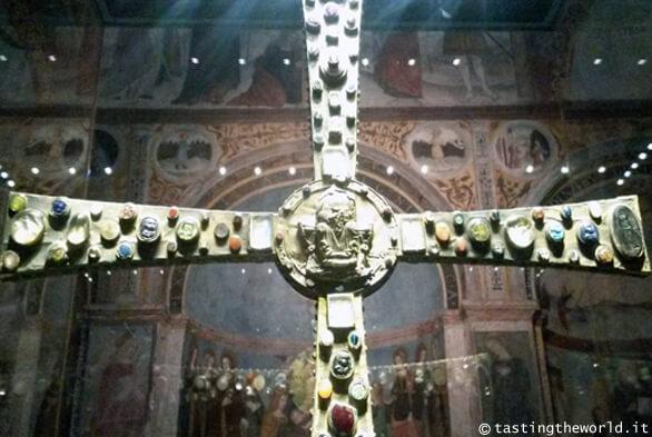 Brescia: la Croce di Desiderio (complesso di Santa Giulia)