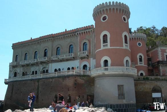 Villa di Un posto al sole, Napoli
