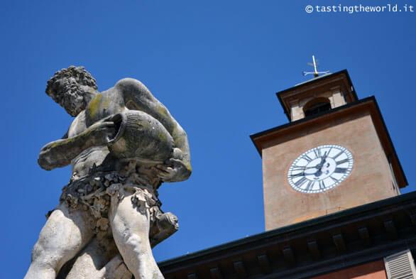 Statua al Crostolo, Reggio Emilia