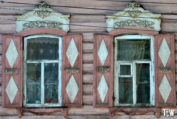Irkutsk, case in legno con finestre decorate