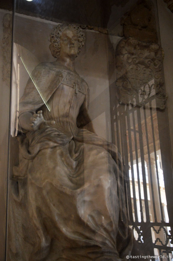 Statua di Elena Lucrezia Cornaro Piscopia, Università di Padova