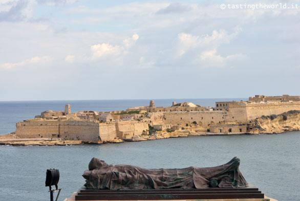 Siege Bell Memorial, La Valletta (Malta)