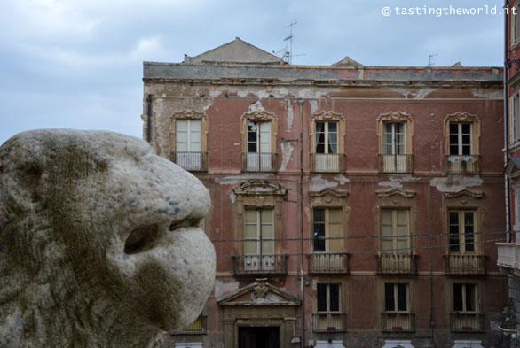 Davanti alla Cattedrale di Cagliari