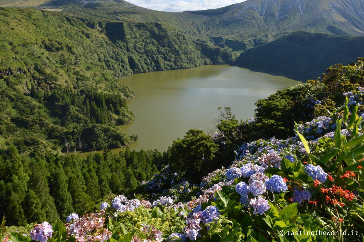 Lago vulcanico nell'isola di Flores, Azzorre