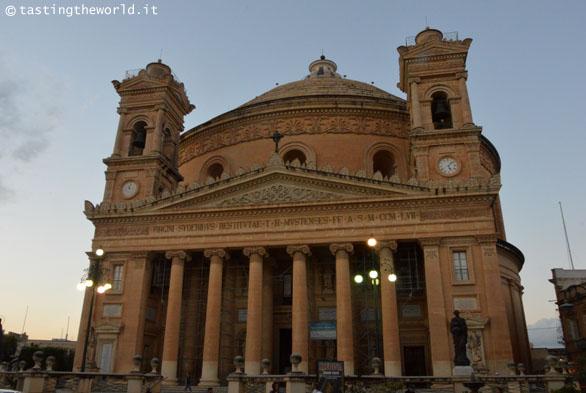La Rotonda di Mosta (Malta): due orologi con due orari diversi