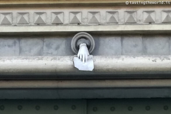 Mano misteriosa a Torino