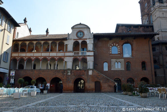 Broletto, Piazza della Vittoria (Pavia)
