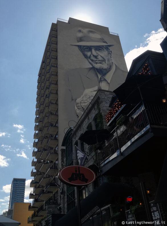 Il murales di Leonard Cohen in Crescent Street, Montréal