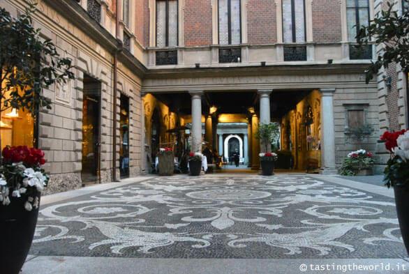 Museo Bagatti Valsecchi a Milano, Cortile esterno
