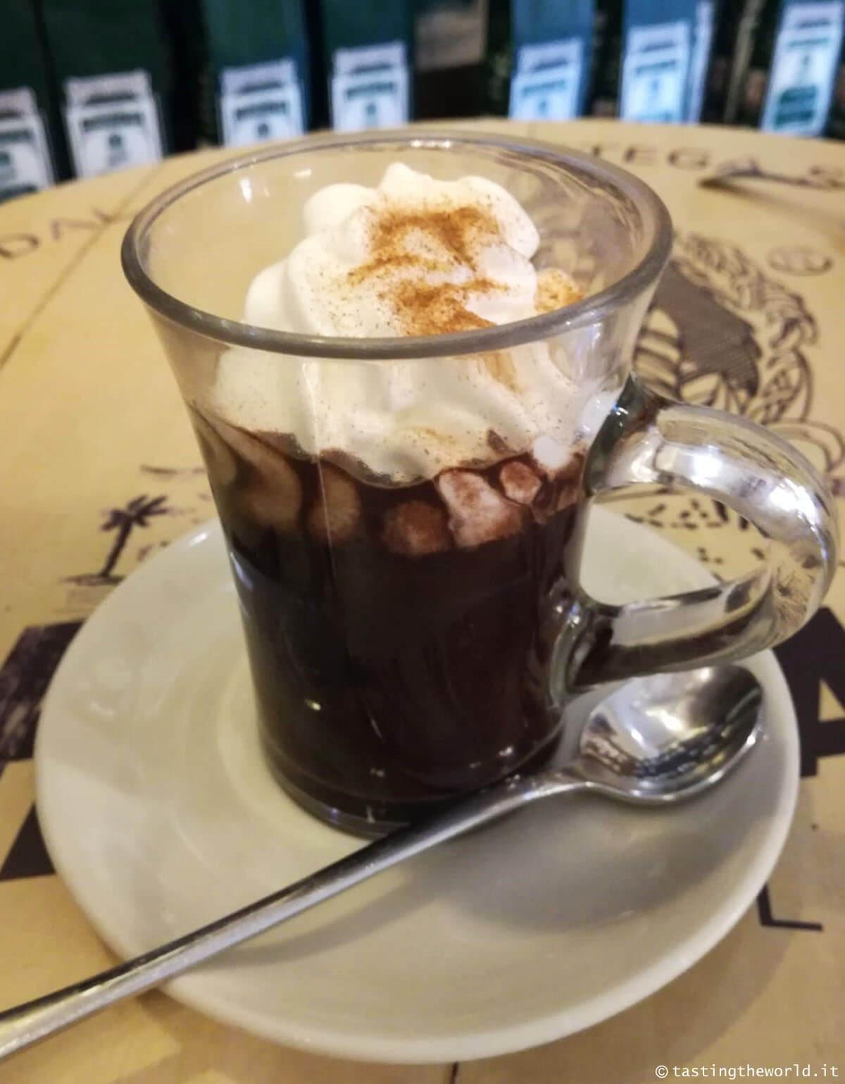 Barbajada, la bevanda calda milanese