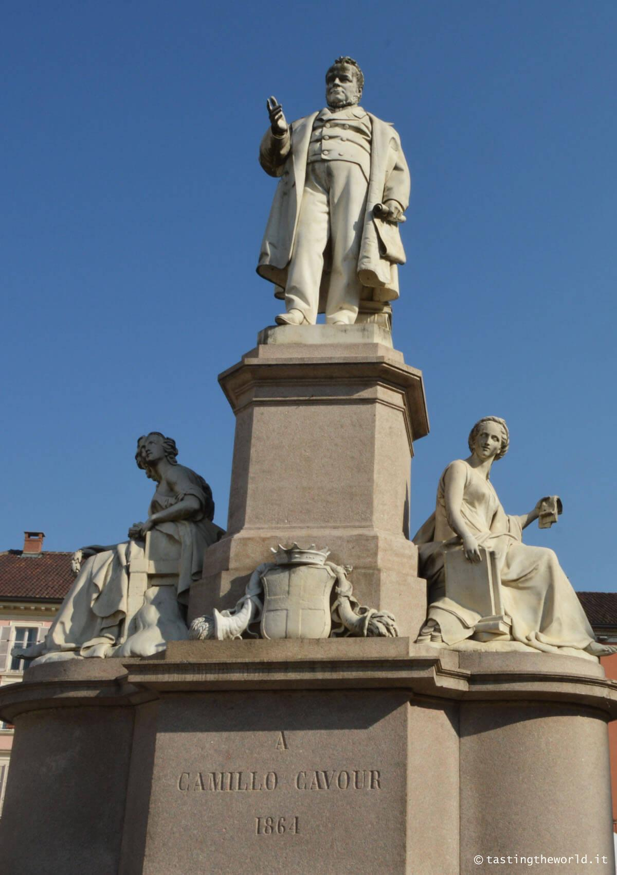 Monumento a Cavour, Vercelli
