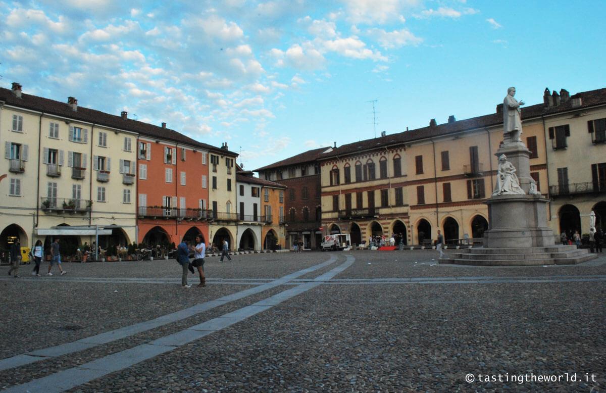 Piazza Cavour, Vercelli
