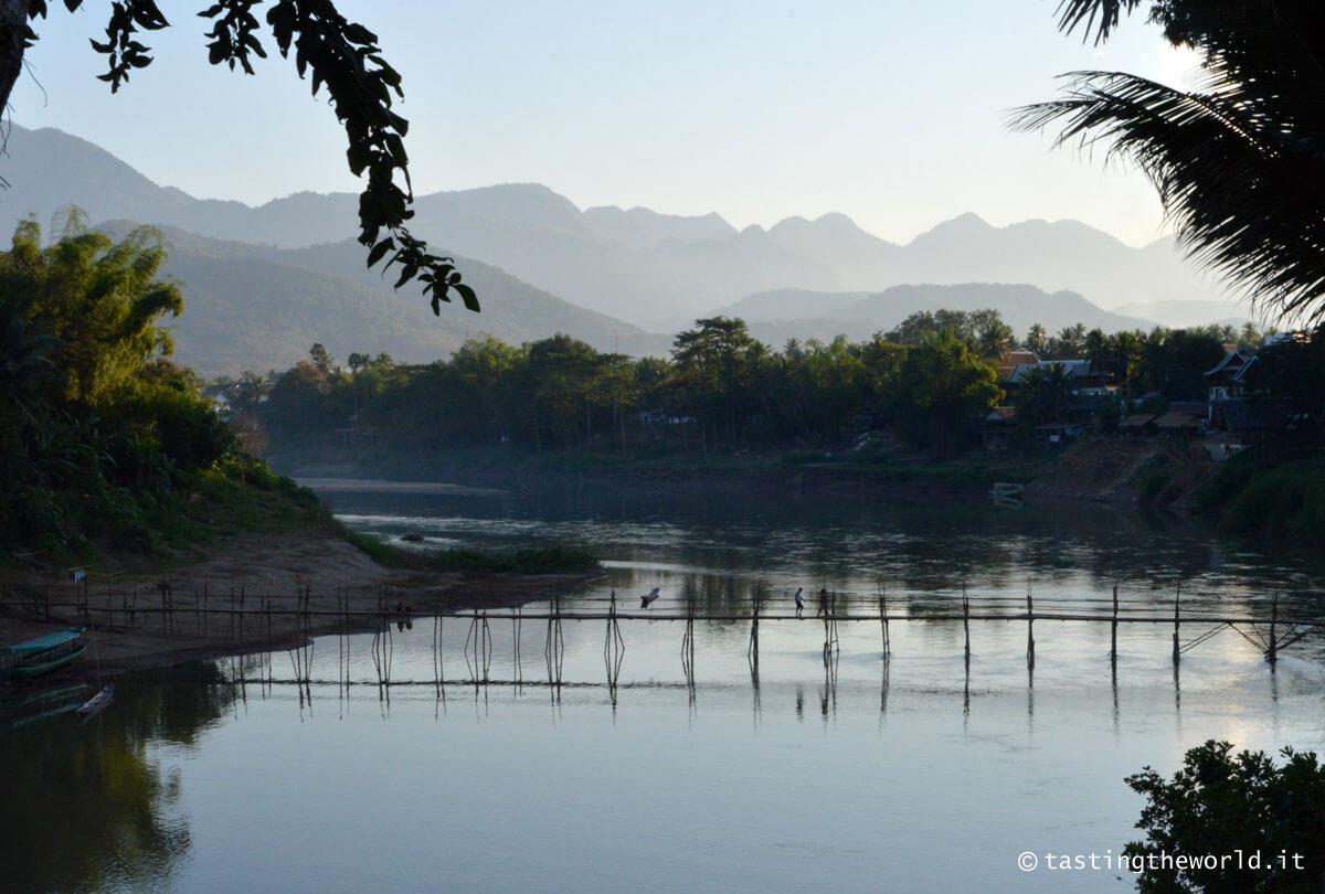 Ponte di bamboo che attraversa il Nam Khan, Luang Prabang