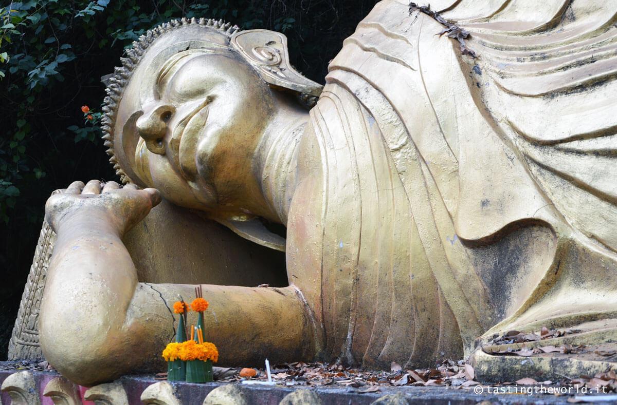 Statua Bhudda per salire a Phu Si, Luang Prabang