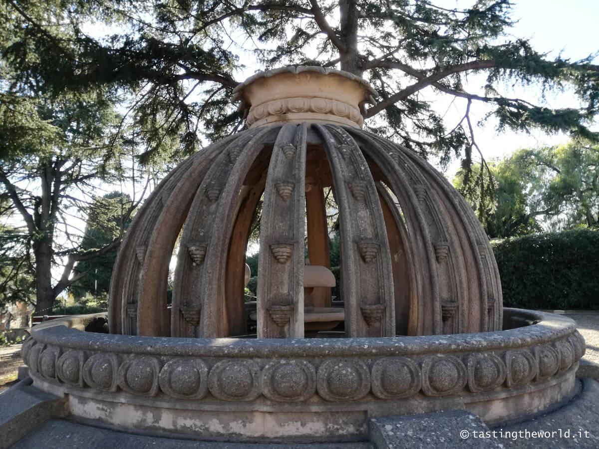 Fontana a forma di arancio @ Villa Grock a Imperia