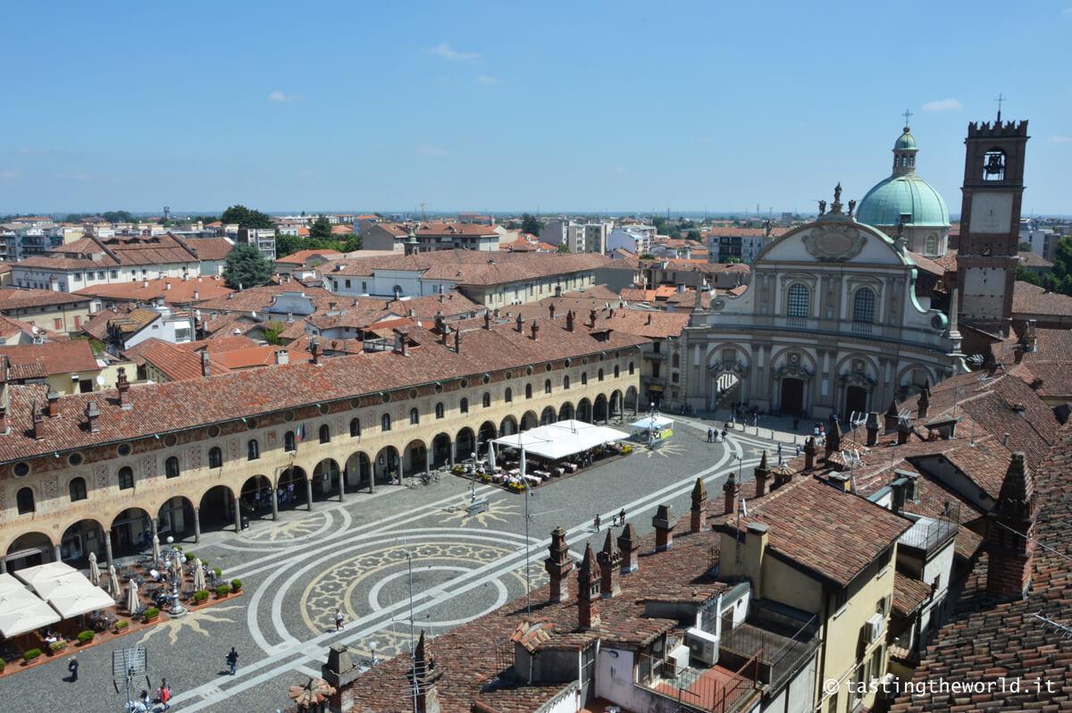 Piazza Ducale a Vigevano, vista dalla Torre del Bramante
