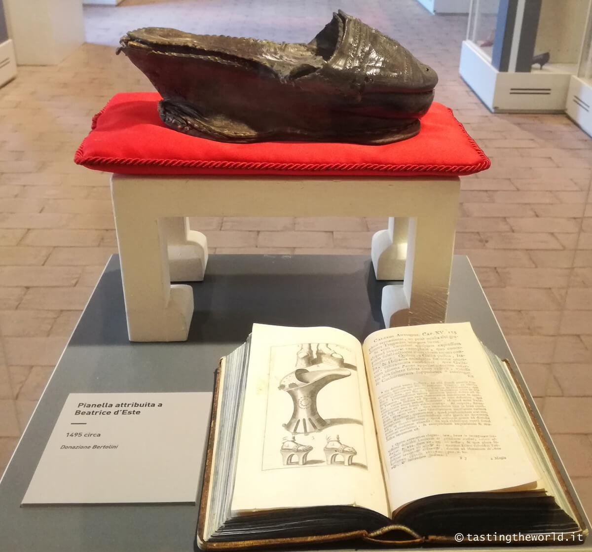 Scarpa di Beatrice d'Este al Museo Internazionale della Calzatura Pietro Bertolini di Vigevano