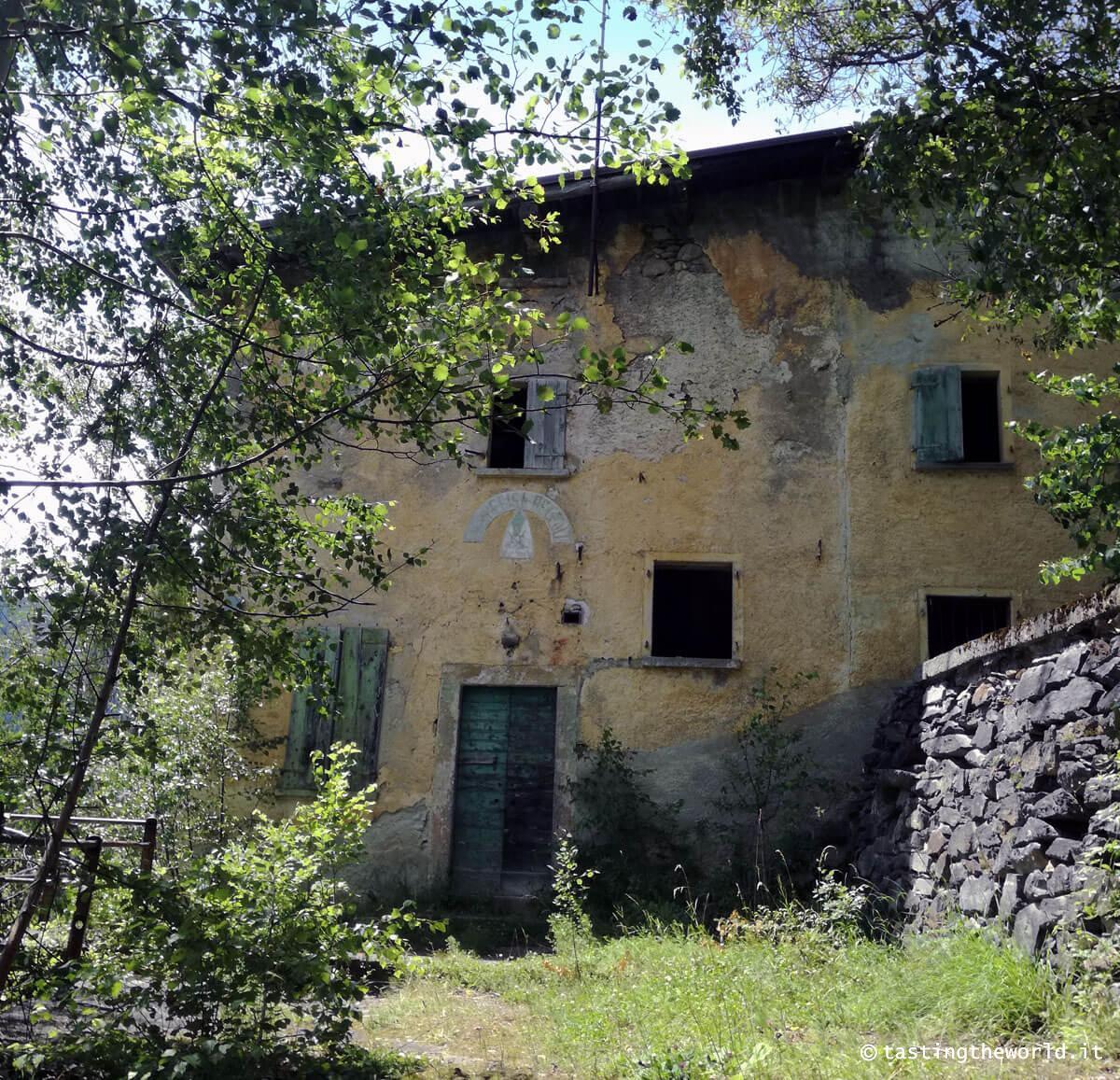 Ex caserma Carabinieri lungo il Sentiero dei Contrabbandieri Tirano