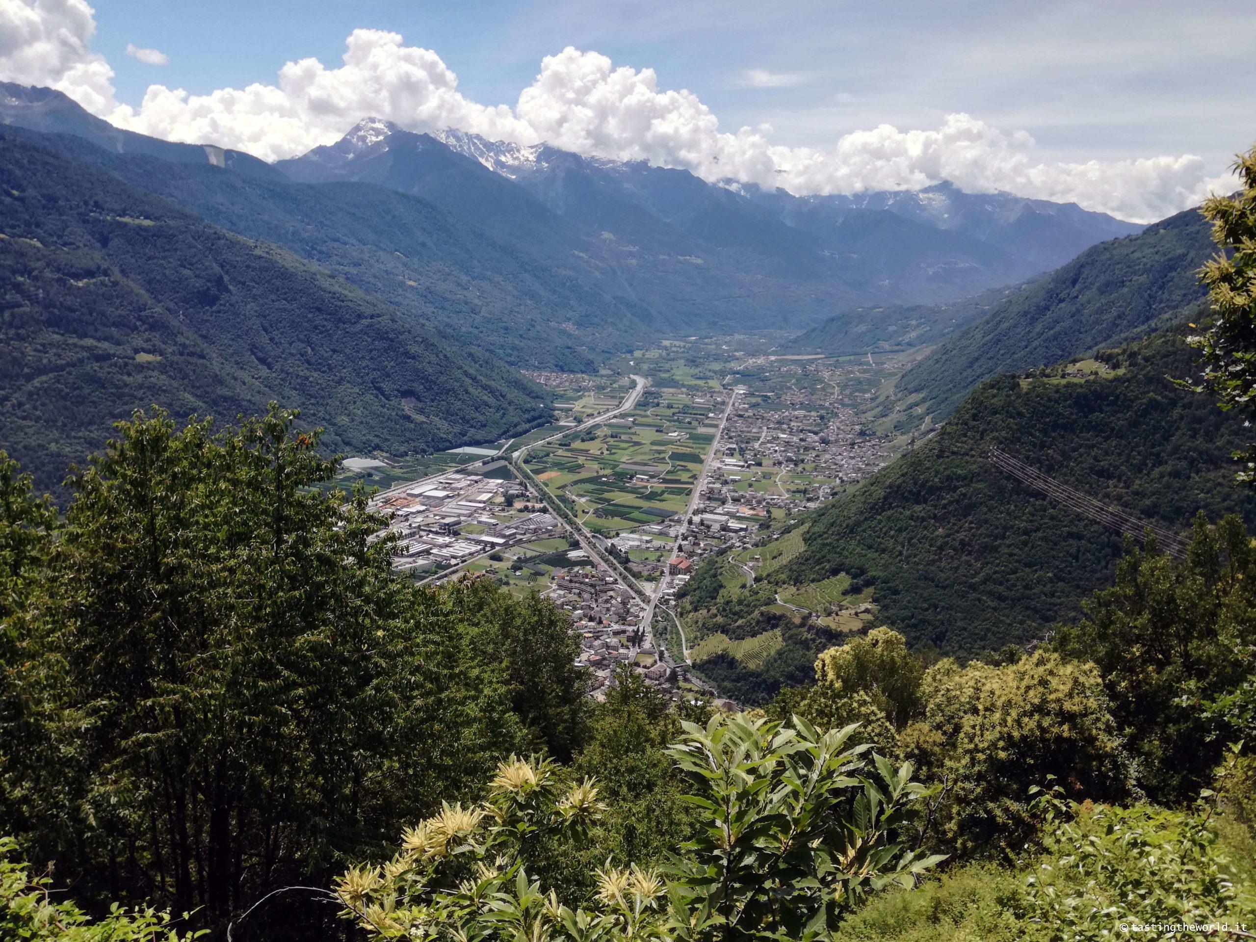 Vista su Tirano dal Sentiero del Contrabbando