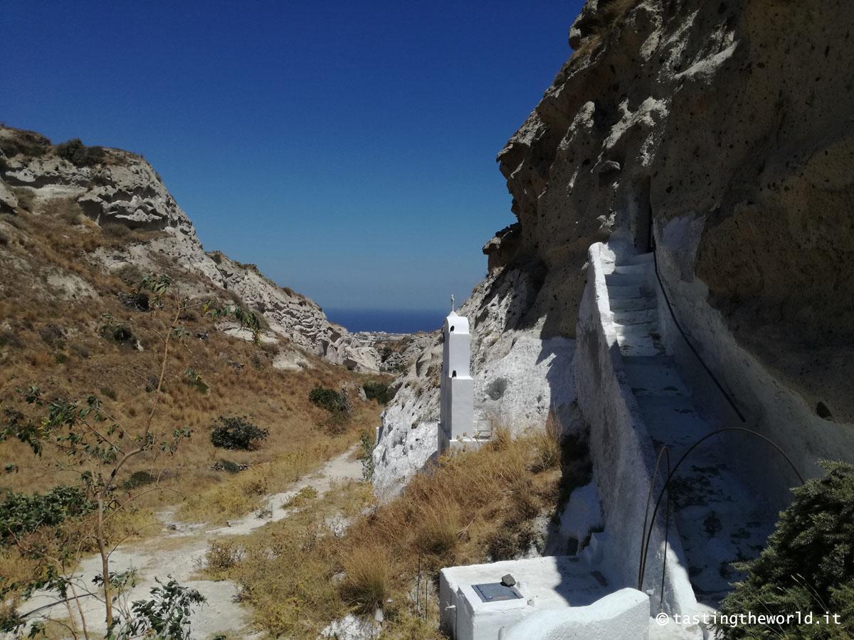 Chiesa scavata nella roccia a Vóthonas, Santorini