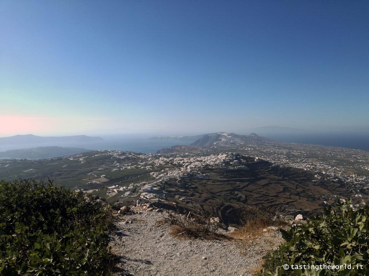 Santorini dall'alto: sul sentiero per Profítis Ilías